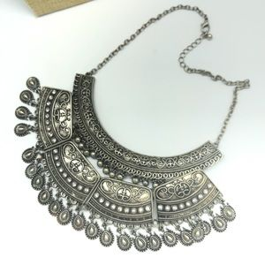 Jewelry - Statement silver Tone double articulated necklace
